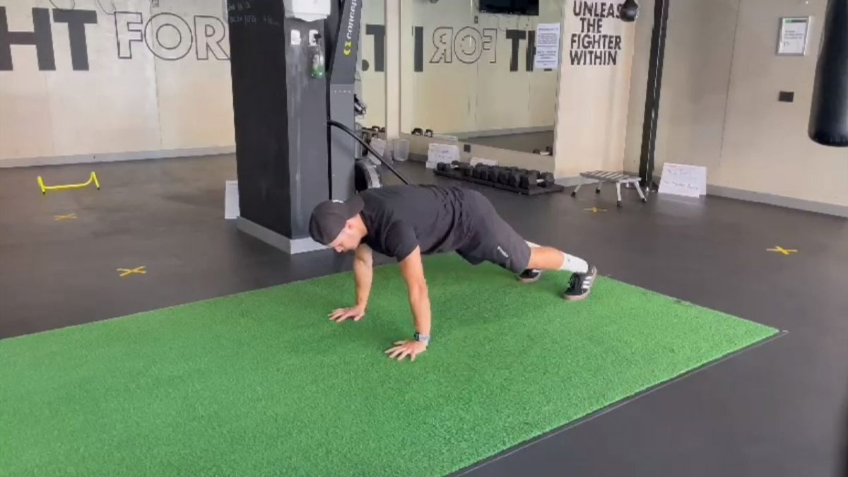 Shoulder Taps Into Wide Mountain Climbers