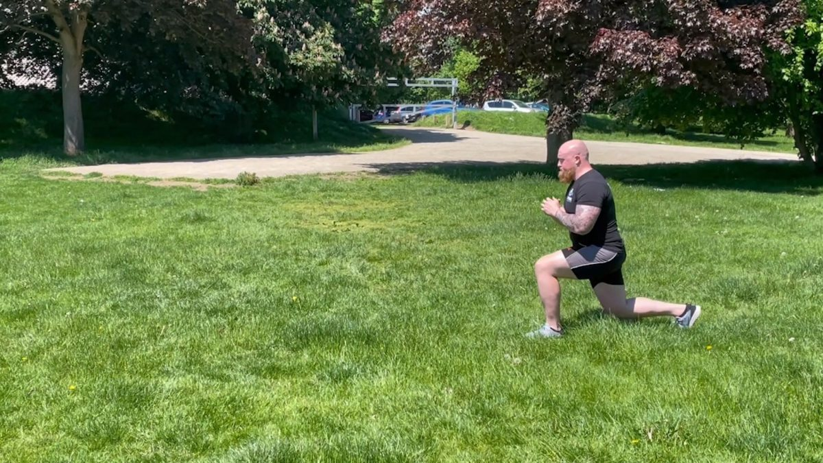 Bodyweight Walking Lunges – Outdoors