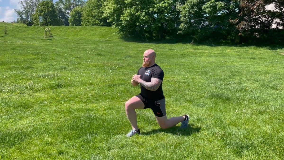 Single Leg Reverse Static Lunges – Outdoors